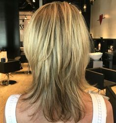 Medium Straight Layered Hairstyle Straight Layered Hair, Medium Layered Hair, Medium Hair Cuts, Short Hair Cuts, Medium Hair Styles, Short Hair Styles, Medium Shag Haircuts, Haircuts For Long Hair, Hairstyles Haircuts