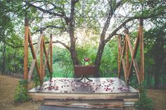 Lovely outdoor altar at Southwind Hills' Enchanted Forrest. Photo by Sarah Libby Photography. #wedding #luxelocation #weddingvenue #altar