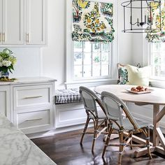 Talk about a sunny little kitchen nook! by interior designer featuring our fabric 📷 by Bistro Chairs, Side Chairs, Lounge Chairs, Kitchen Nook, Kitchen Banquette, Happy Kitchen, Kitchen Tables, H & M Home, Dining Nook