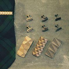 Checking out some different material finishes today.  #tiebar #tieclip #money #moneyclip #cufflinks #tie #suitandtie #suit #menswear #mensfashion #fashionpost #fashion #photo #dappergent #dapper #unkempt #unkemptgent