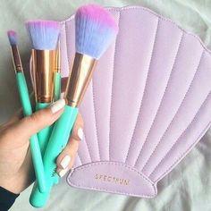 Spectrum glam clam makeup brushes, like the little mermaid Kiss Makeup, Love Makeup, Hair Makeup, Mua Makeup, Makeup Stuff, All Things Beauty, Beauty Make Up, Girly Things, Makeup Goals