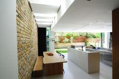 küche-abgehängte decke-wand akzentvoll-essbereich holz rustikal deckenleuchten