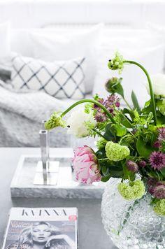svenskt tenn vase, marble tray, chhatwal jonsson cushion / House of Philia
