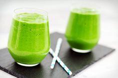 Groene smoothie zonder zuivelIngrediënten: Perssinaasappel - 4 Banaan - 2 Diepvriesspinazie - 200 gram (geen á la crème) Avocado - 1 Water - ongeveer 100 ml