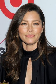Jessica Biel Messy Hairstyles For Medium Haircut Kinds - Hair Types Beautiful Celebrities, Beautiful Actresses, Hot Actresses, Beautiful Women, Celebrity Hairstyles, Messy Hairstyles, Medium Hair Cuts, Thing 1, Belleza Natural