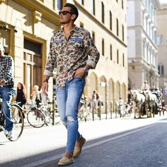 Vibin' through the city of Florence in one of my favorite Summer Looks. :leaves::fallen_leaf::sunny:  –––––––––––––––  #TMM #sandro #italy #florence #pittiuomo90 #streetstyle   Thx @isabelhayn for this awesome shot :camera_with_flash: #flatlay #flatlays #flatlayapp www.flat-lay.com