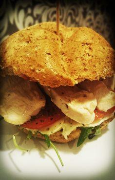 Chicken burger   Burger z kurczakiem :) Pesto, Sandwiches, Yummy Food, Concept, Chicken, Cooking, Healthy, Recipes