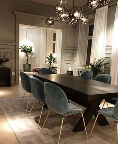 Today we are going to show you some of the most dazzling blue dining room designs along with some basic design tips that will help you define your own dining room style. Just keep scrolling and fall in love with these mesmerizing modern dining room ideas. Dining Room Blue, Dining Room Design, Dining Table, Dining Room Light Fixtures, Dining Room Inspiration, Design Inspiration, Deco Table, Living Room Decor, Interior Design
