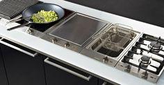 Guide d& table de cuisson - Darty & Vous - Kitchen Hob, Open Plan Kitchen Dining, Kitchen Appliances, Modern Kitchen Design, Interior Design Kitchen, Luxury Kitchens, Home Kitchens, Kitchen Furniture, Kitchen Decor