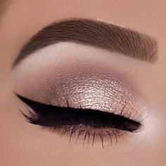 Makeup Eyeliner-Trends, Party-Augen-Make-up, Winged Eyeliner, Wie Hazel Eye Makeup, Natural Eye Makeup, Smokey Eye Makeup, Eyeliner Makeup, Gold Makeup, Hair Makeup, Small Eyes Makeup, Makeup Emoji, Beauty Makeup