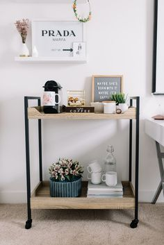 Make your own coffee bar with these decor and accesory ideas. Over thirty coffee bar decor and accesories you need to copy now. Diy Bar Cart, Bar Cart Styling, Bar Cart Decor, Bar Carts, Coffee Bar Home, Home Coffee Stations, Coffe Bar, Office Coffee Station, Coffee Carts