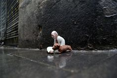 Isaac Cordal, cement sculptures