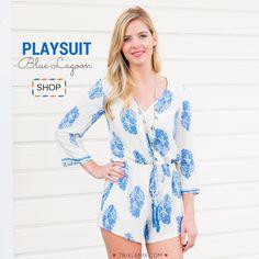 Wat houden wij van fashion items die on trend zijn EN comfy zitten ❤️. De Blue Lagoon playsuit heeft een mooie wit/blauwe kleur en is heerlijk zacht door de luchtige katoenen stof .   Shop op www.trixlamix.com .