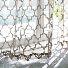 エキゾチックなモロッコテイストが上質&モダンなスタイルに早変わり 個性がありながら合わせやすいデザインのレースカーテンです