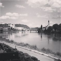 #tb to the beautiful city of #passau (#bavaria #germany) - my 2nd home that  I miss so much ....  #landscape #river #bridge #blackandwhite #amateurphotography #amazing #stunning #sunny #clouds #sky #blancoynegro #alemania #baviera #germany #deutschland #bayern  #blackandwhitephotography #instadaily #instagood #instatravel #postcard #erasmus2015 #erasmuslife #traveling #tourism #follow by _annie_peh_