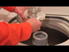 Vinegar and salt replaces laundry detergent. he top-selling laundry products are packed full of toxic compounds. Anne Steinemann, one of the professors who worked on the study, said. Vinegar In Laundry, Natural Laundry Detergent, Cleaning Recipes, Cleaning Hacks, Cat Urine Smells, Laundry Hacks, Natural Cleaners, Cleaners Homemade, White Vinegar