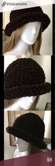 BROWN ACRYLIC HAT OS Cute hat for fall and winter. Worn once. OS Pristine condition. Accessories Hats