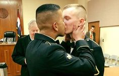 Military Couples First Married Kiss Facebook Photo Goes Viral As World Celebrates