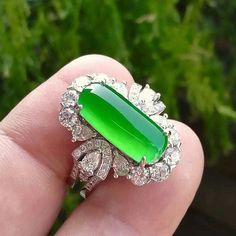 @annitawinstonjewelry. Beautiful jadeite and diamond ring