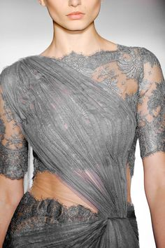 Marchesa Spring 2013 - looks kinda like a sari Haute Couture Style, Couture Details, Fashion Details, Fashion Design, Indian Couture, Grey Fashion, Indian Fashion, Runway Fashion, High Fashion
