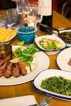 La Bordelaise, un bistro steak-frites à Tooting. Les frites sont à la graisse de boeuf, c'est merveilleux ! Steak Frites, Bistro, C'est Bon, Palak Paneer, I Am Awesome, London, Ethnic Recipes, Food, Meat