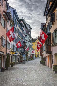 Old Town makes the ideal starting point for a sightseeing tour of #Zurich, sprawling along both sides of the River Limmat  and home to many of the city's principal tourist attractions.