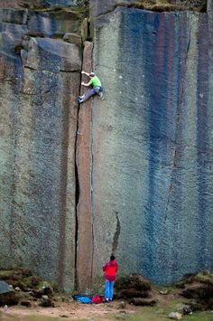 www.boulderingonline.pl Rock climbing and bouldering pictures and news Nice little crack cl