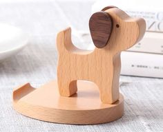 Cell Phone Holder - Solid Advice For Selecting An Ideal Cellphone Wooden Projects, Wooden Crafts, Diy Crafts, Wood Phone Holder, Cell Phone Holder, Ipad Holder, Iphone Stand, Wooden Animals, Wood Toys