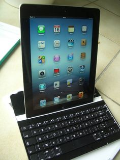 """We tried the """"Ultra thin keyboard cover"""" for iPad and ... we can recommend it ! (2/4)"""