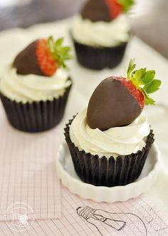 Cupcakes de chocolate e geleia de morango | Cupcakeando