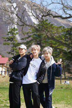 Exo cbx chen, baekhyun and xiumin Exo Chen, Exo Xiumin, Kaisoo, Kpop Exo, Chanbaek, K Pop, Easy Yoga, Exo Music, Exo Official