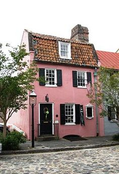 French Quarter (Charleston, South Carolina). Built between 1688 and 1694.  The Pink House.