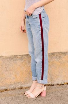 Make these DIY side-stripe pants. The stripe is velvet and they're really inexpensive to make. Click through for the tutorial. Make these DIY side-stripe pants. The stripe is velvet and they're really inexpensive to make. Click through for the tutorial. Denim On Denim, Denim Look, Diy Jeans, Look Fashion, Denim Fashion, Stripes Fashion, Cheap Fashion, Diy Fashion No Sew, Fashion Pants