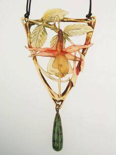 Elizabeth Bonte pendant, c. 1900 Art Nouveau