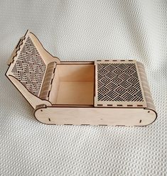 Laser Cut Box, Laser Cutting, Living Hinge, Round Gift Boxes, Jewelry Box, Jewelry Making, Laser Cut Files, Glasses Case, Svg Cuts