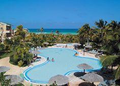 Tryp Cayo Coco   Cayo Coco, Cuba  L'hôtel est situé dans l'une des régions écologiques les plus importantes du pays, entre une lagune naturelle et une plage de sable blanc et bordé d'une forêt vierge.