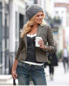 Твидовые пиджаки очень популярны. Особенно эффектно выглядят пиджаки из твида в английском стиле и с заплатками на локтях. С чем носить женский пиджак из твида и стоит ли его сочетать с джинсами?
