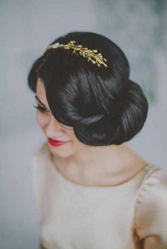 Vintage Hairstyles Updo Steal-Worthy Wedding Hairstyle ~ Photography: Chellise Michael Photography, Hair/ Makeup: Face the Day NY, Bridal Accessories: Hushed Commotion Pelo Vintage, Vintage Updo, Vintage Style, Vintage Makeup, Vintage Inspired, Wedding Hair Inspiration, Wedding Ideas, Wedding Hairstyles For Long Hair, Bridal Hairstyles