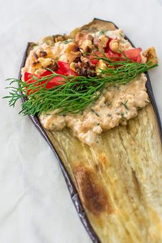 Eggplant roulades stuffed with creamy feta cheese, fresh tomatoes and toasted walnuts. ❤ COOKTORIA.COM