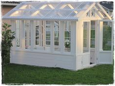 "Receive fantastic pointers on ""greenhouse plans diy"". They are readily available for you on our website. Backyard Greenhouse, Greenhouse Plans, Outdoor Projects, Garden Projects, Sewing Projects, Dream Garden, Home And Garden, Wooden Greenhouses, Vida Natural"