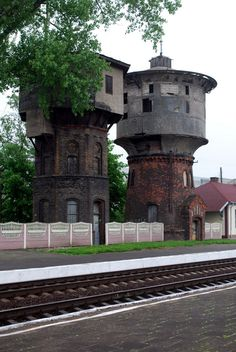 Water Towers, in Gusev, Kaliningrad Oblast, Russia Interesting Buildings, Amazing Buildings, Amazing Architecture, Agricultural Buildings, Tower Building, Tower House, Industrial Architecture, Art Deco Buildings, City Landscape