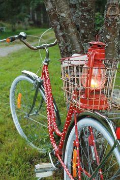 polkupyörä,pyörä,pilkullinen,punainen,punavalkoinen