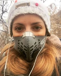 Bike to work these days be like Darth Vader on the move Gas Mask Girl, Breathing Mask, Half Mask, Mouth Mask, Picture Collection, Jennifer Aniston, Masquerade, Allergies, Instagram Posts