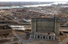 Abandoned Train Station, Detroit I MUST EXPLORE THIS!!!!! OPEN INVITE FOR PEOPLE TO GO WITH ME! After all, it is Detroit, and there's safety n numbers.