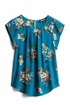 I do NOT like apron front tops, but I liked the color and patter of this top. Blouse Styles, Blouse Designs, Fix Clothing, Cool Outfits, Fashion Outfits, Stitch Fix Outfits, Stitch Fix Stylist, Dress Patterns, Spring Summer Fashion
