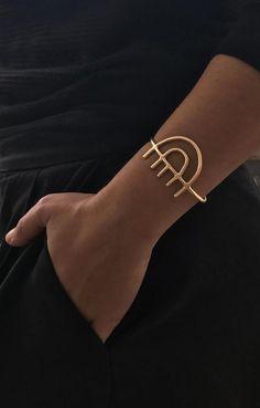 Gold Bangle Bracelet, Gold Bangles, Cuff Jewelry, Jewellery, Brass Jewelry, Cuff Bracelets, Ideas Joyería, Jewelry Accessories, Jewelry