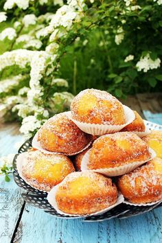 Cream cheese and lemon donuts Beignets, Baby Food Recipes, Cooking Recipes, Romanian Food, Romanian Recipes, Sweet Memories, Pretzel Bites, Ricotta, Donuts