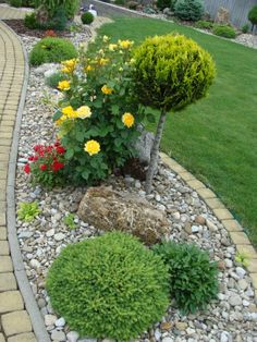 Stone landscaping ideas for front yard Front Yard Garden Design, Small Front Yard Landscaping, Stone Landscaping, Backyard Garden Design, Garden Landscape Design, Landscaping With Rocks, Outdoor Landscaping, Landscaping Ideas, Big Garden