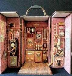 BLYTHE DOLLHOUSE MINIATURE | Case/diorama Steampunk Elemento que acompanha a OOAK BLYTHE DOLL CUSTOM - MISS BARBRA MÜLLER - DIVA STEAMPUNK