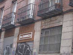 Calle Alameda, Barrio de Las Letras. Galería La Fábrica. Madrid by voces, via Flickr